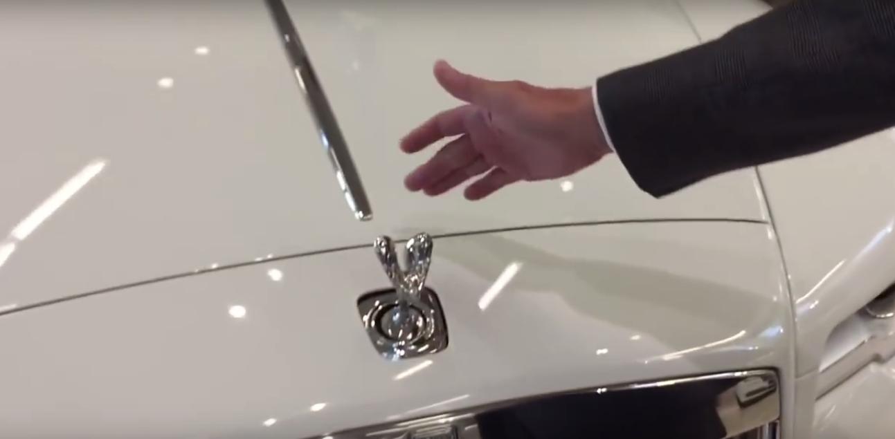 Czyda się ukraść znaczek Rolls Royce? Nietakłatwo!