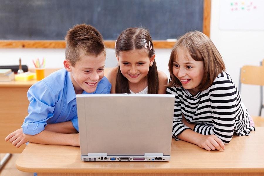 Vlogujące dzieci naYouTube – czytodobry pomysł?